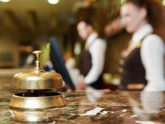 alasan kerja sebagai staff hotel